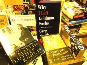2 livros em geral