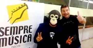 1 Sempre musica e macaco