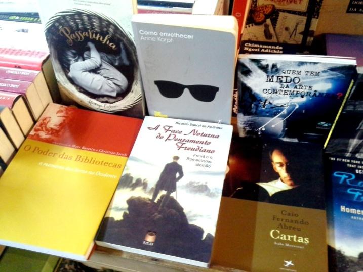 livros bancada 2